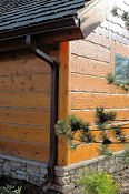 Hand_Hewn_Log_Siding_2